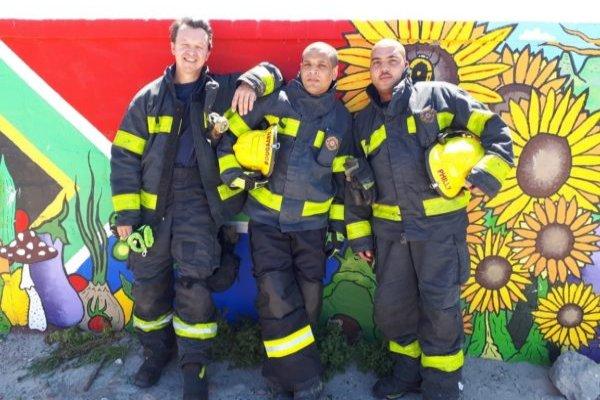 Firefighter saves kitten